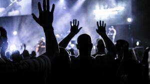 worshipping people